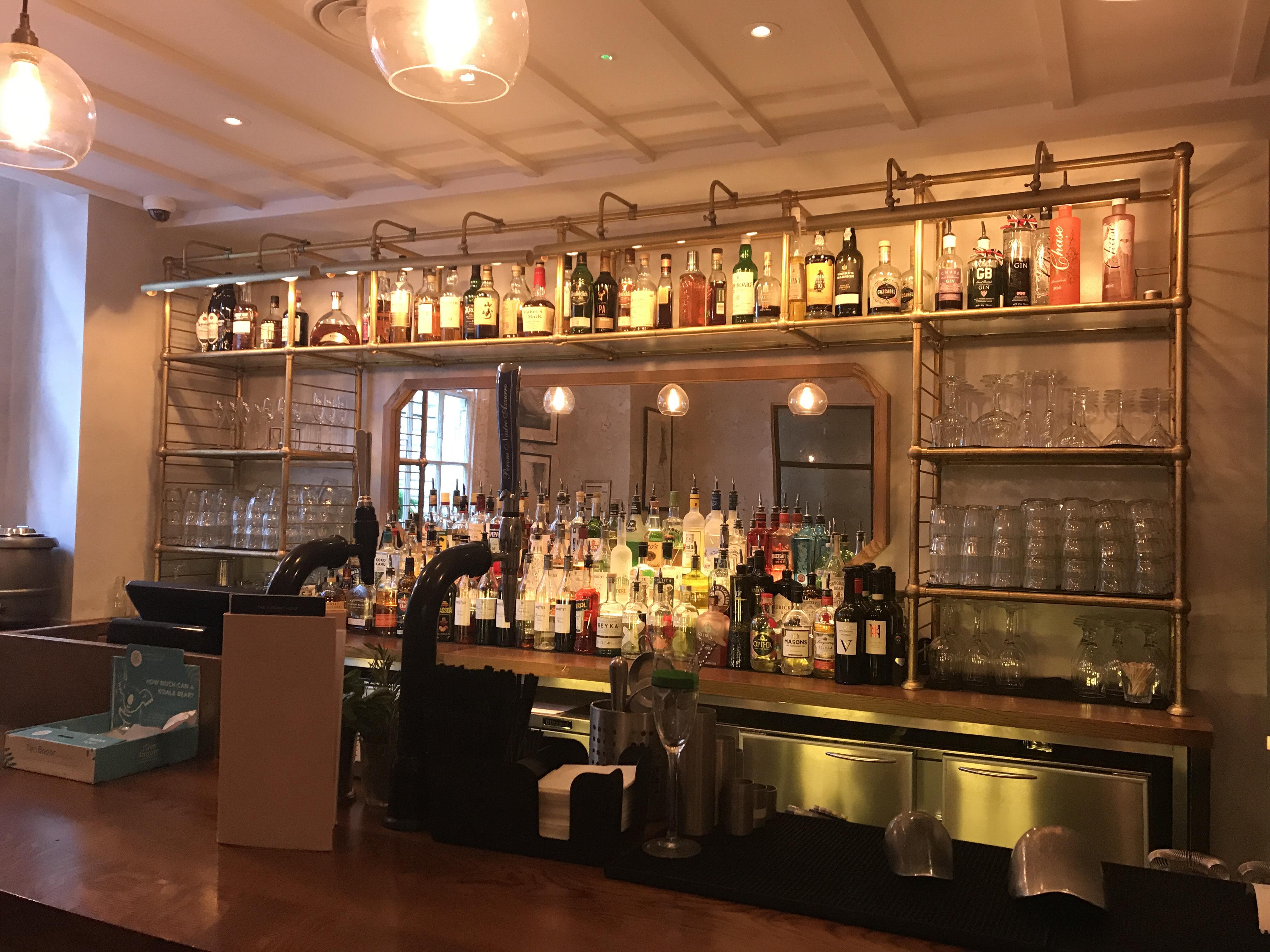 Gusto restaurant bar